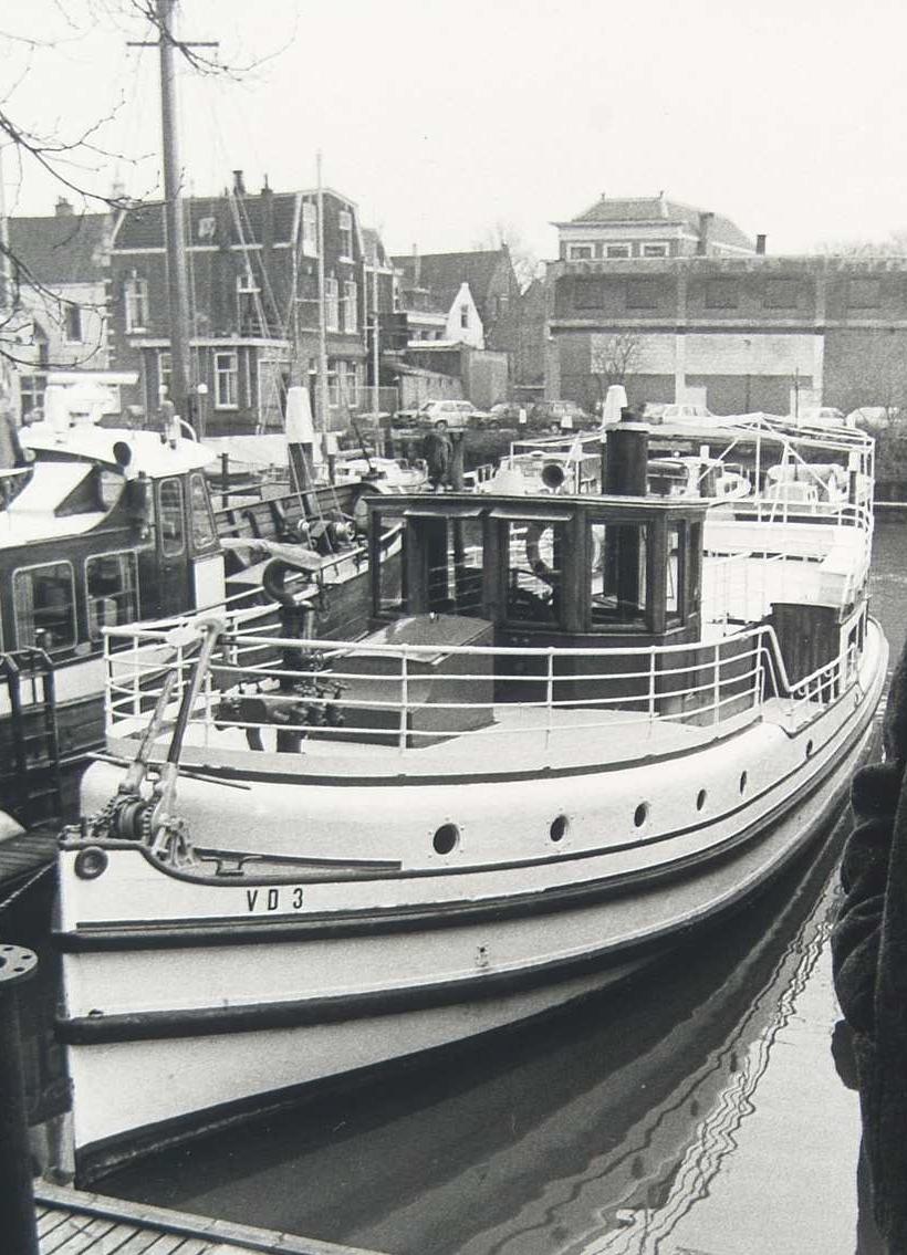 De Veerdienst III in 1984, liggende in de Nieuwe Haven.